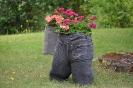 Blumen in Jeanshosen